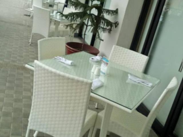 Fe Dining Set